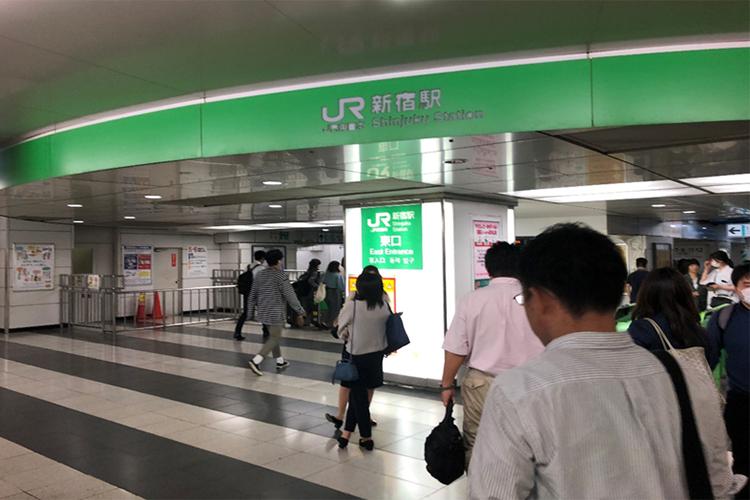 JR新宿駅東口に出ます。